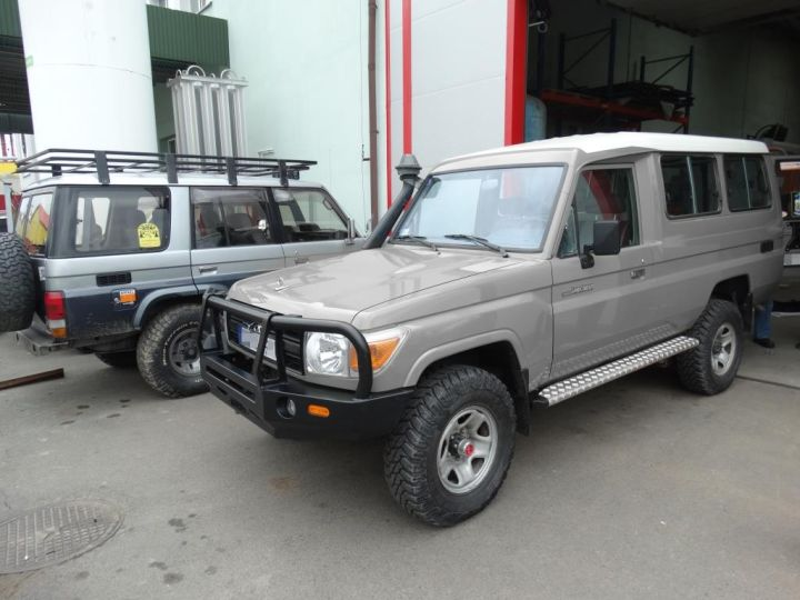 F4x4 bumper package with double wheel carrier for Toyota Land Cruiser 71, 75, 76, 78, 79 from 2007  (-)